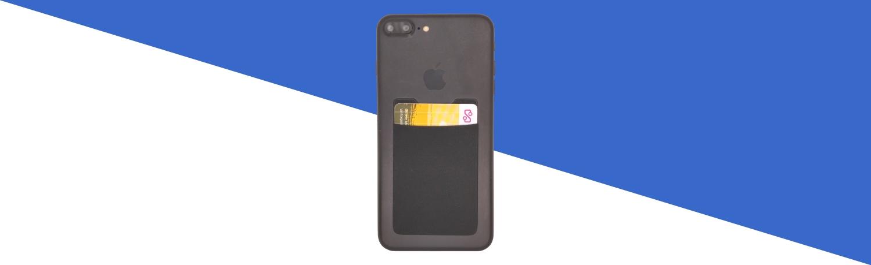 Pasjeshouder-telefoon-met-OV-chipkaart